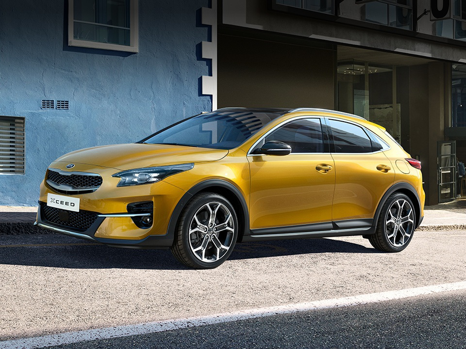 Kia XCeed crossover coupé front and side